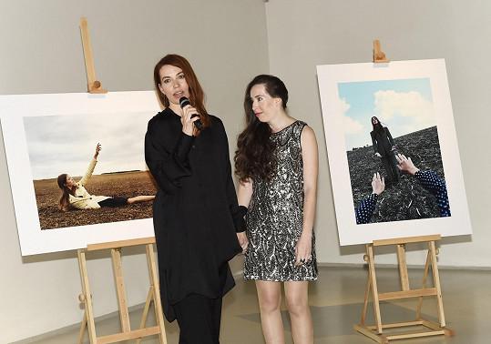 Vernisáž uspořádala šéfredaktorka Elle Andrea Běhounková na záchranu života Ivany Danišové.