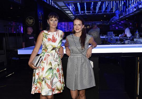 Andrea si zahraje společně s Lenkou Vlasákovou hlavní ženské role v připravovaném filmu Jak se zbavit nevěsty.