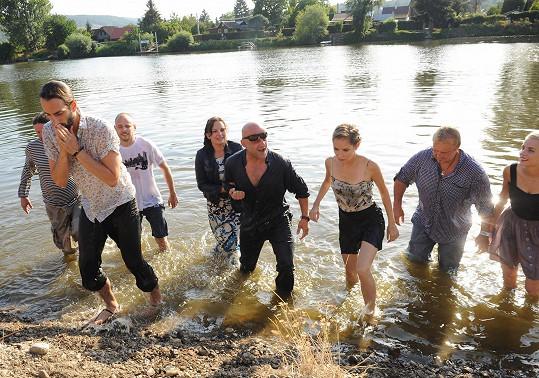 Takhle lezli z vody.