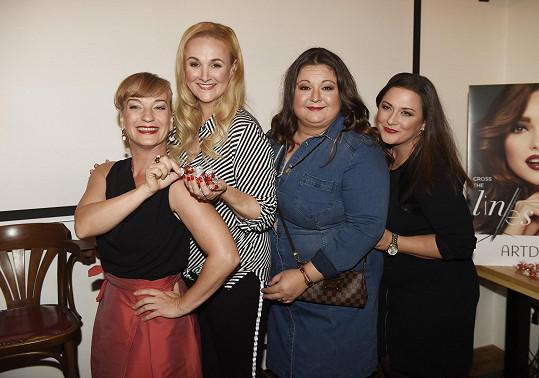 Stejně jako její kolegyně ze seskupení Pralinky, zleva Sandra Pogodová, Aneta Christovová a Vlaďka Pirichová