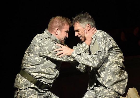 Janek jako Iago s Othellem v podání Lukáše Adamce