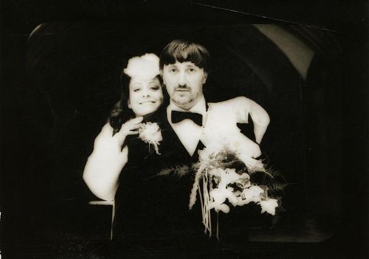 A také se oženil s Deanou Horváthovou.