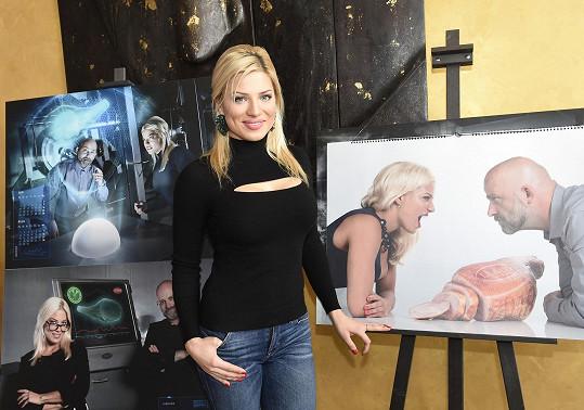 Eva Perkausová na křtu kalendáře.