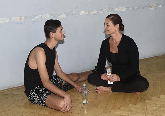 Lukáš Mazač prošel workshopy v rámci projektu Hejbejte se zpívejte s Hankou Kynychovou a letos odmaturoval na konzervatoři.