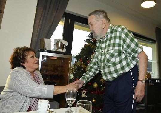 S bývalým manželem si Bohdalová potřásla rukou a poté proběhl i přátelský rozhovor.