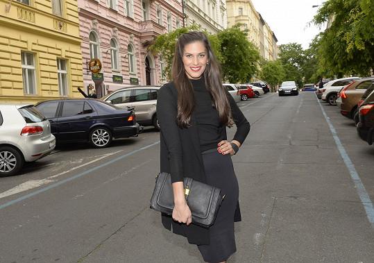 Aneta Vignerová se pyšní dlouho hřívou kvalitních vlasů.