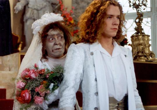 Filip Blažek byl díky své roli později často obsazován jako princ. Na snímku s Jiřinou Bohdalovou.