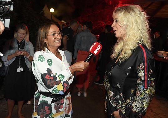 Herečka na párty Bigboard během rozhovoru se Super.cz