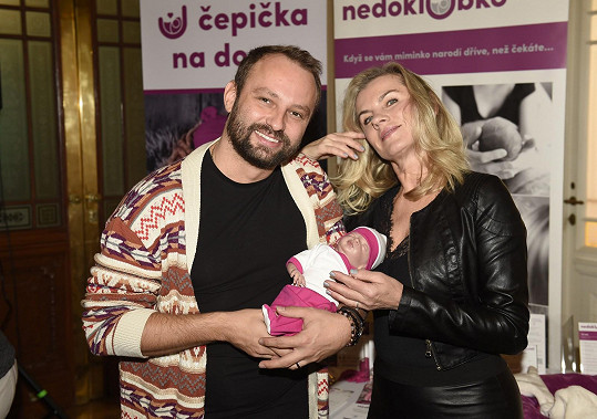 S Markem Dědíkem, který akci také podpořil, a modelem nedonošeného děťátka