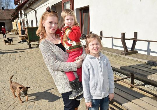 Monika Zoubková je matkou dvou dcer.