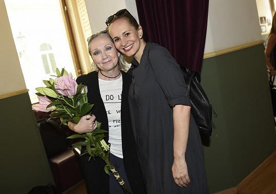 Monika na křtu desky kamarádky Báry Basikové