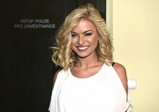 Kristýna všem okolo na finále Dívky roku připomínala Lucii Borhyovou zamlada. Nejen účesem, ale i úsměvem.