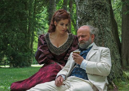 V televizním zpracování autoři popíší i skladatelův vztah s celoživotní múzou, hraběnkou a herečkou Josefínou Kounicovou, pro diváka s tváří herečky Soni Norisové.