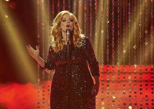 Marta zazpívala píseň Skyfall.