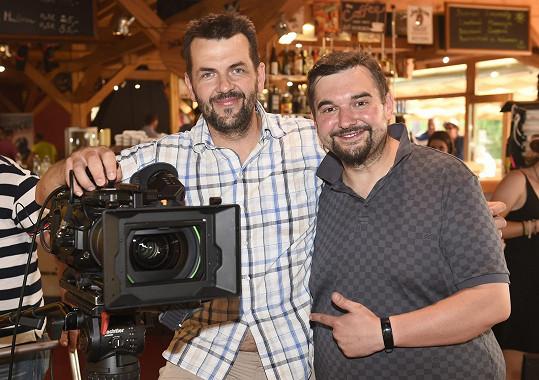 Tomáš Magnusek (vpravo) s kameramanem na natáčení filmu Stáří není pro sraby
