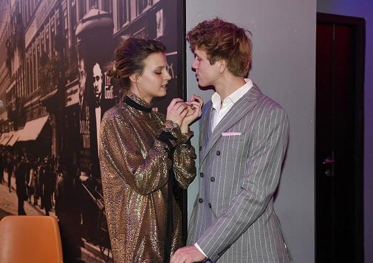 Lewandowská a Piškula se oblékli u stejného návrháře.
