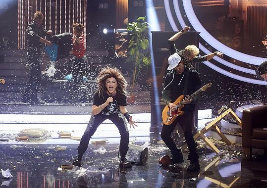V show Tvoje tvář má známý hlas Leona řádila jako rockový zpěvák z Tokio Hotel.