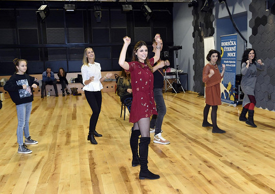 Lilian je talentovanou tanečnicí, takže má na svědomí choreografii představení.