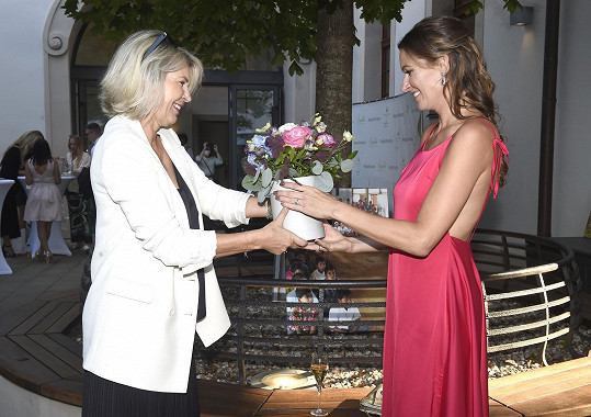 Mezi gratulanty byla i maminka Moniky Marešové.