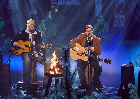 Zazpívali píseň Podvod.