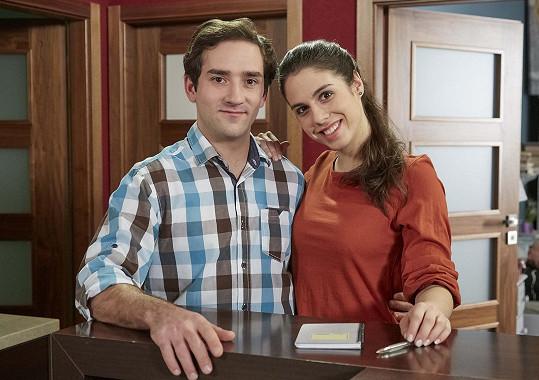 Diváci Vítů znají ze seriálu Ulice jako Alenu. Na fotce s Matoušem Rumlem