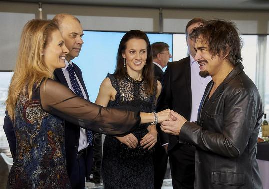 Potkávat se bude hlavně s (zleva) Míšou Badinkovou, Petrem Rychlým a Petrou Bučkovou.