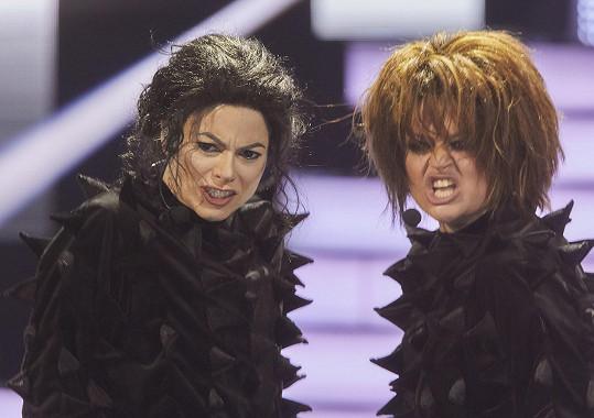 Zpívala s Erikou Stárkovou - Janet Jackson (vpravo)