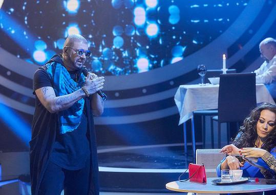 Petr Rychlý se přestrojí za rappera Rytmuse a vystoupí s hitem Zlatokopky.