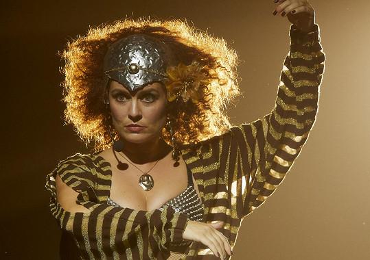 Zuzana jako britská zpěvačka Kate Bush
