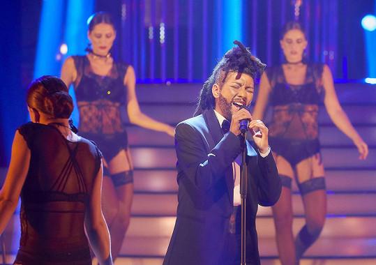 Debbi ztvárnila kanadského zpěváka The Weeknda.
