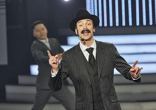 Jan Cina jako Scatman John. Celou show nakonec vyhrál.