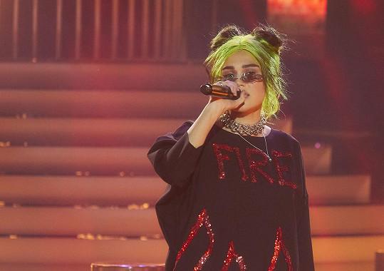 Zazpívala píseň o tom, že hodný holky jdou do pekla.
