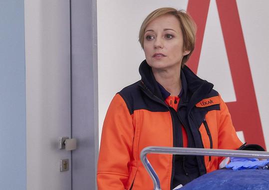 Jana Holcová jako lékařka Zita Drábová