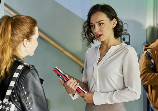 Beáta Kaňoková za sebou má několik epizodních rolí v seriálech. Češtinářka v Panu profesorovi je její první hlavní.