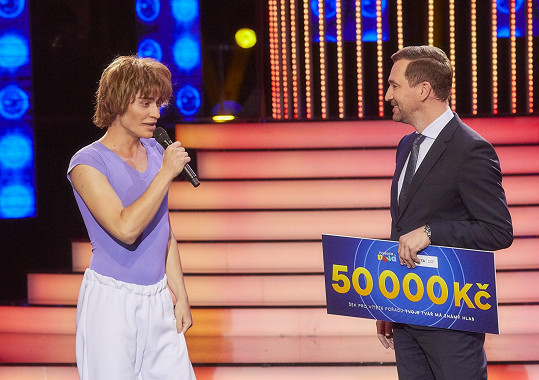 Marek druhý díl vyhrál a mohl předat šek na 50 tisíc korun.