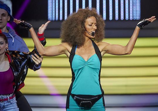Adéla Gondíková vyfasovala další na dech náročné číslo, celou dobu i tančila.
