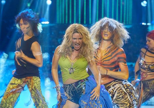 V prvním díle Tváře se Zuzana předvedla jako Britney Spears.
