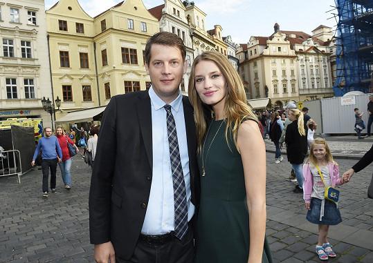 V Česku má také bratra.