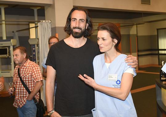 Jako její seriálový manžel se představí herec Petr Vaněk, se kterým bude mít patnáctiletou dceru a miminko.