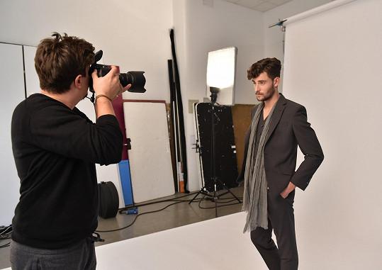 Seb si stoupnul před objektiv fotografa Matúše Tótha.
