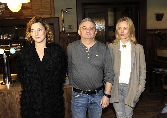 Linda Rybová hraje v seriálu manželku Michala Suchánka, Lenka Krobotová její švagrovou.