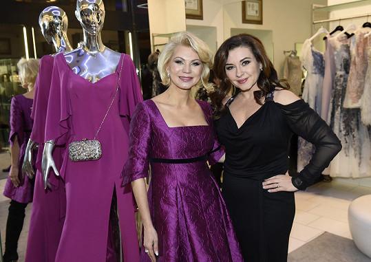 Dana s návrhářkou Natali Ruden, jejíž přehlídku uváděla.