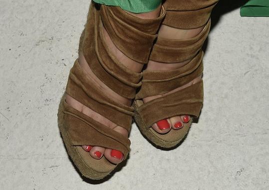 Romana si pádem ze schodů zlomila palec u nohy, sádru ale odmítla.