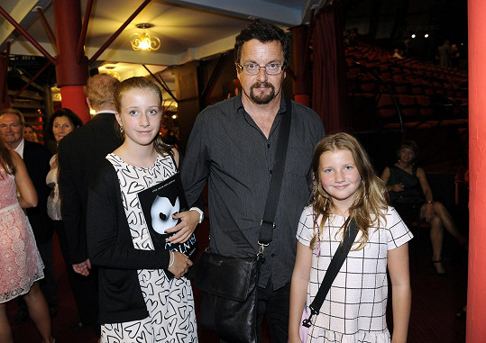 Michal Viewegh s dcerami Bárou a Sárou