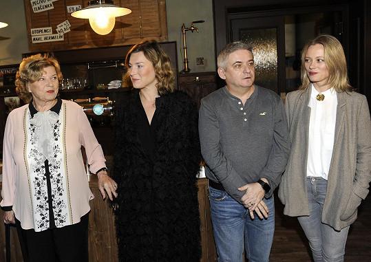 Se seriálovými kolegy Lenkou Krobotovou, Michalem Suchánkem a Lindou Rybovou