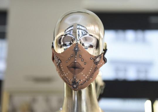 Nyní dává přednost sofistikovanějšímu modelu, který navrhla spolužačka Angela Lysytsya Brennan.