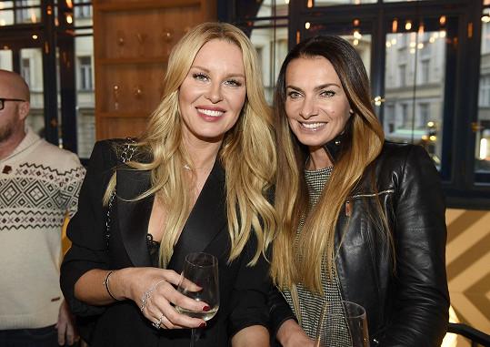 Na akci se potkala s kamarádkou Simonou Krainovou.