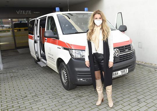 Yvetta Blanarovičová pomáhá Alzheimer centru vybrat peníze na sanitku.