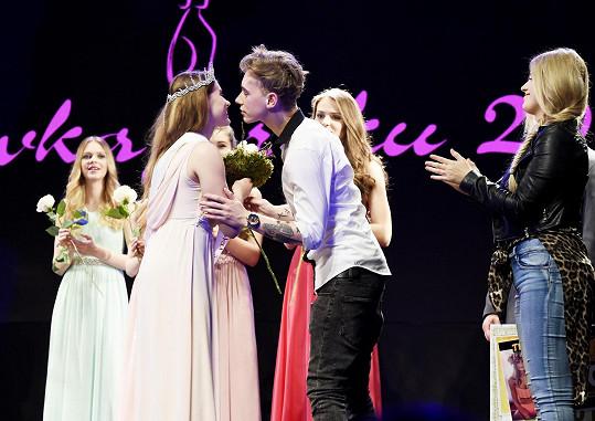 Vojta vyhlašoval vítězky Dívky roku.