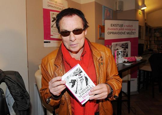 Na křtu knihy Pralinky se fotograf pochlubil, že připravuje také knihu.